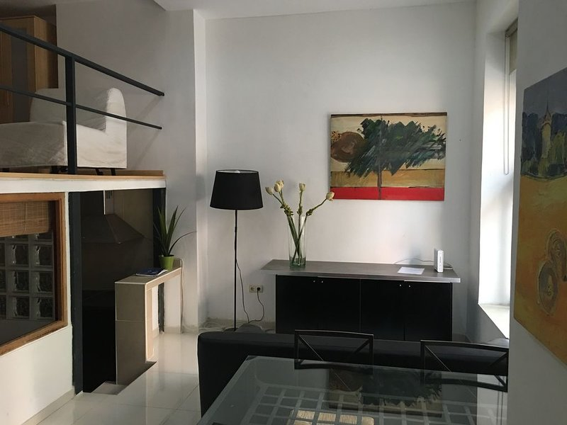 Loft gigante en Madrid Rio, 2 dormitorios dobles, holiday rental in Mazo
