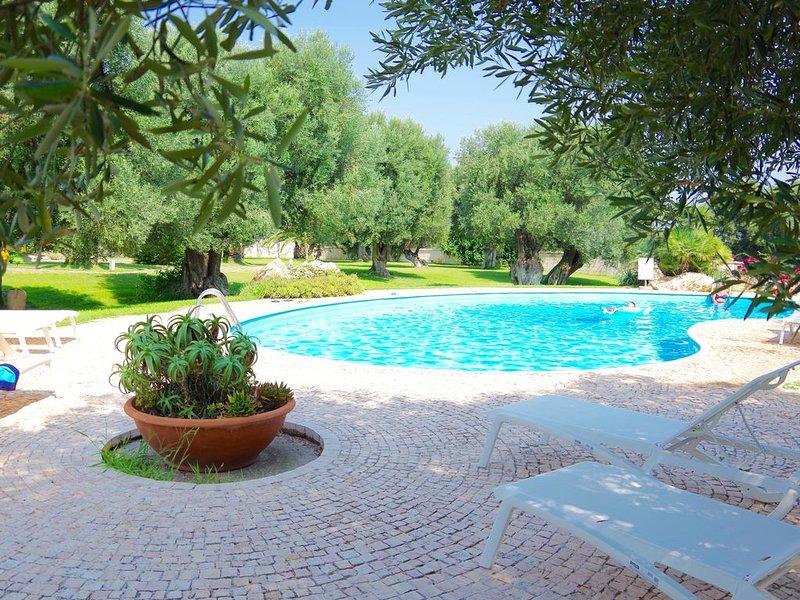 4 Reihenbungalows auf einem antiken Landsitz inmitten v Olivenhainen - Meernähe, holiday rental in Marina Di Ostuni