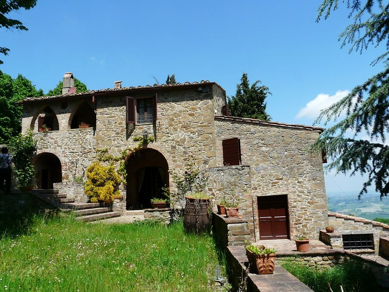 Landhaus mit bezauberndem Panorama Blick, alquiler vacacional en Chianni