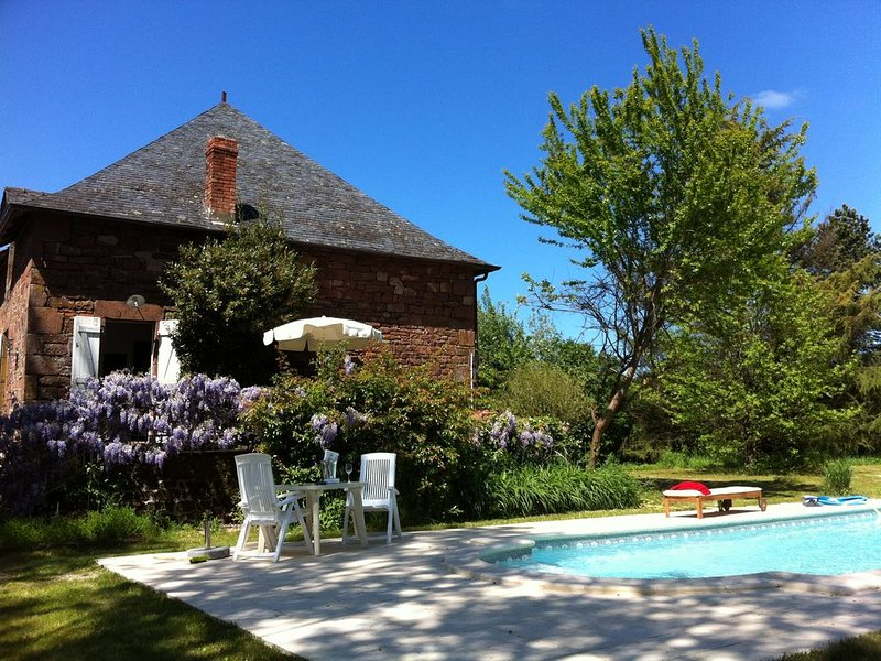 Landhaus 'La Maison Rouge', holiday rental in Le Pescher