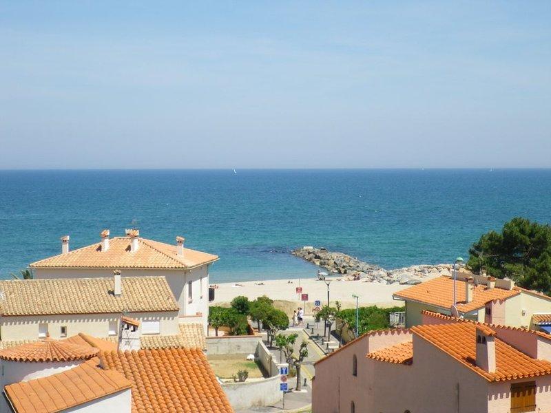 Vue sur mer ! Charmant T2 avec terrasse face au soleil levant., location de vacances à Saint-Cyprien
