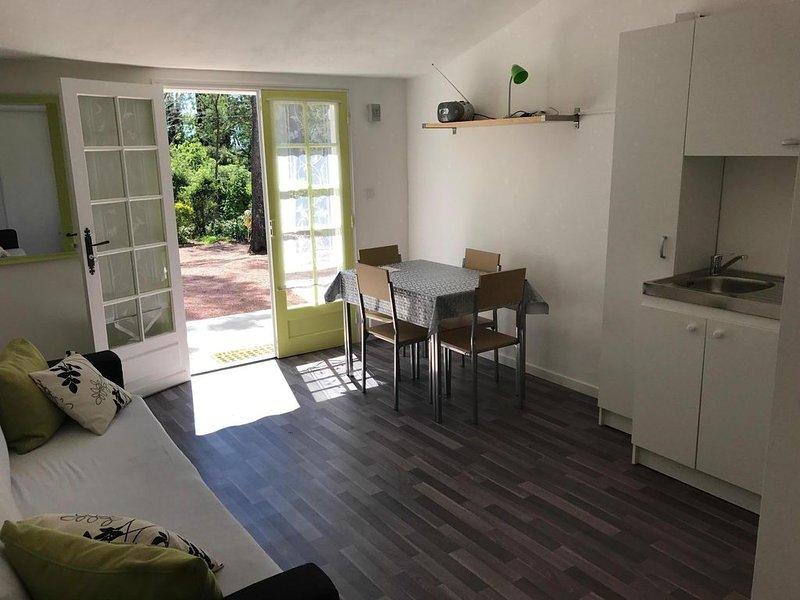 Studio pour 2 personnes au calme quartier Valescure, holiday rental in Saint-Raphael