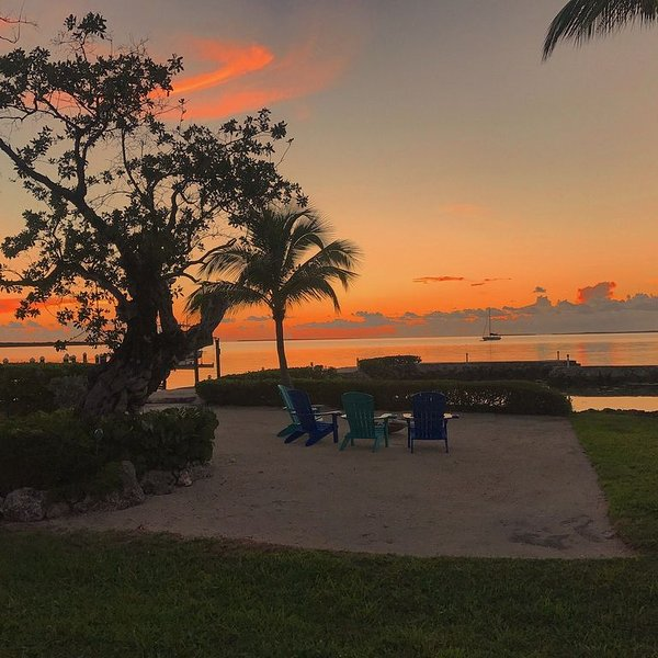 Beautiful Bayfront Home with Amazing Sunsets, holiday rental in Matecumbe Key