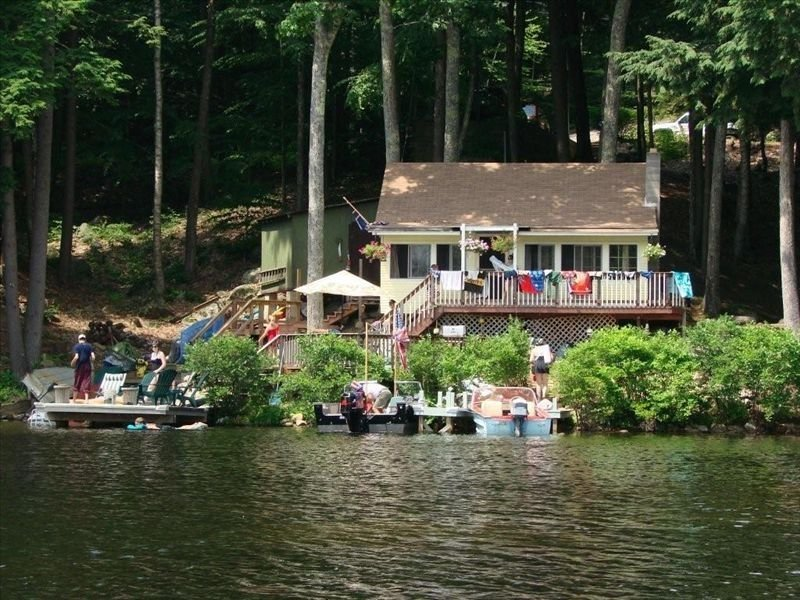 Beautiful Lakehouse Cottage - Pet Friendly, location de vacances à Barrington