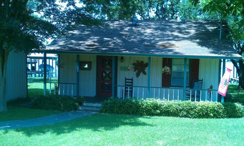 Cozy Cottage on Lake Livingston – semesterbostad i Livingston