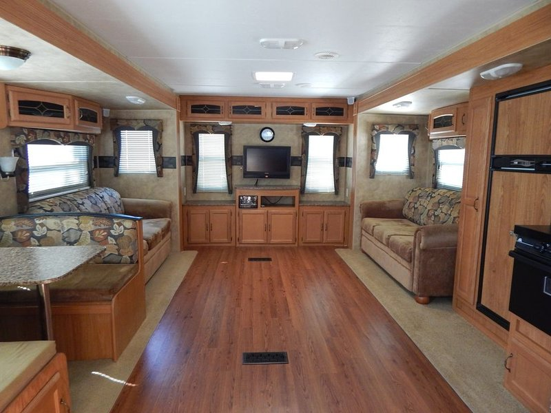 Beautiful 32' RV Rental near Fall Creek Falls State Park - Lots of amenities!, holiday rental in Dunlap