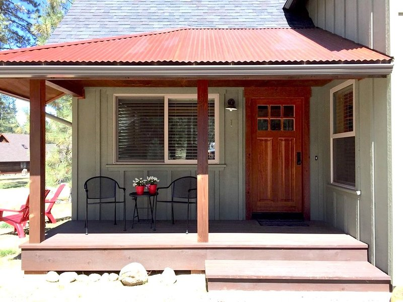 Modern cabin conveniently located near golf and Lakes Basin, holiday rental in Plumas County