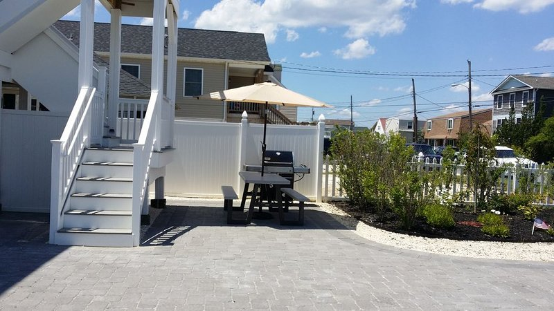 1.5 blocks to the Beach newly remodeled duplex, vacation rental in Ship Bottom