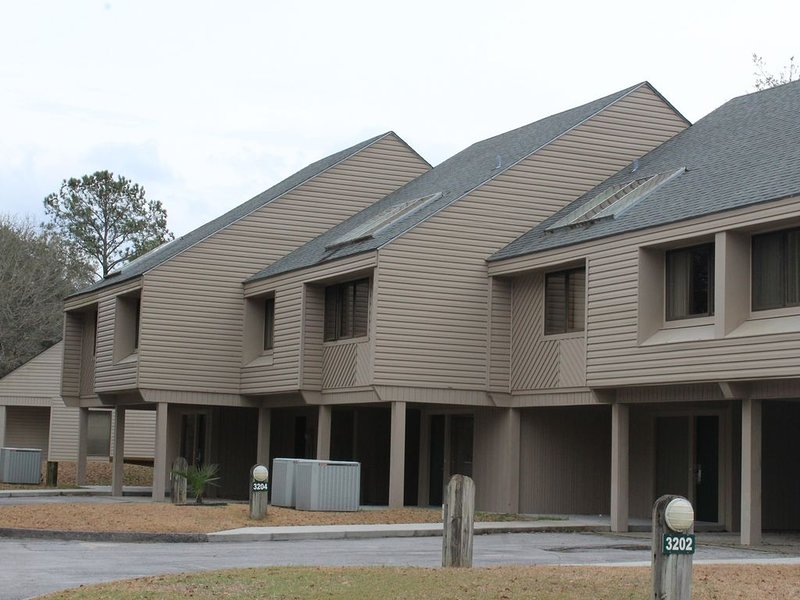 Townhome with 3 bedrooms, 2 1/2 bathrooms perfect for your next vacation!, holiday rental in Blounts Creek