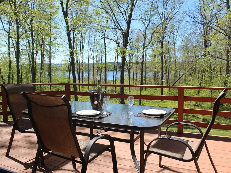 Lakefront vacation rental near Saratoga race track, aluguéis de temporada em Clifton Park