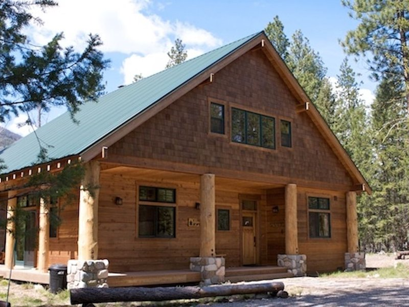 The Cabin at Fawn Glen in Mazama, Wa, Close to Ski Trail, 3 Bedroom , Sleeps 8!, holiday rental in Mazama