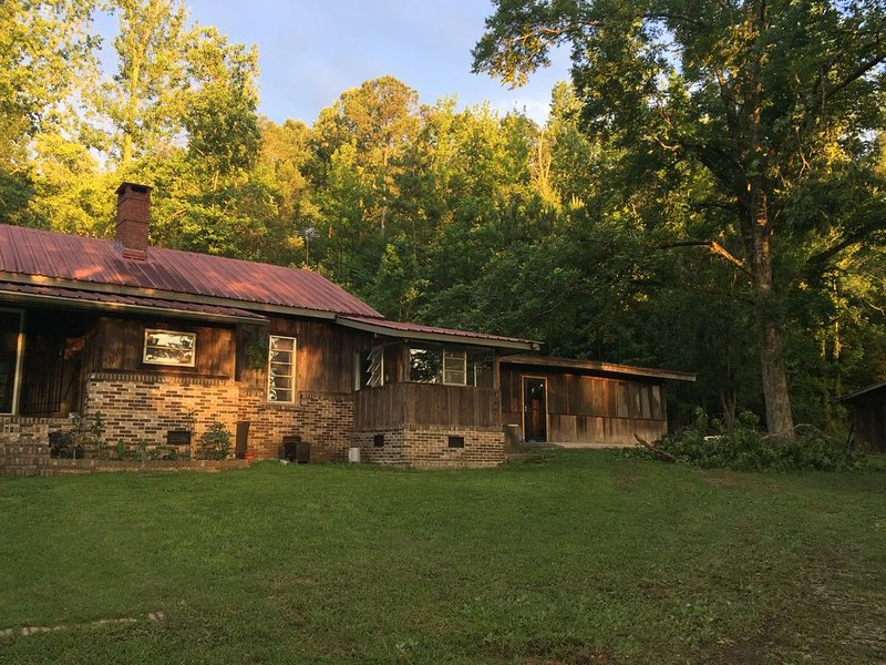 Farmhouse Retreat near Birmingham, AL, casa vacanza a Cropwell