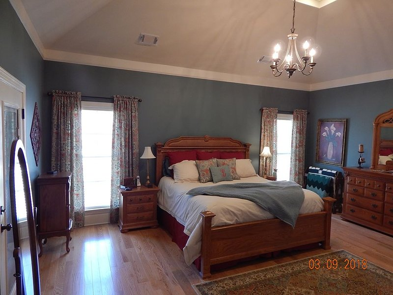 New home close to I-20, restaurants, shopping, 10 minutes from Masters, location de vacances à Grovetown