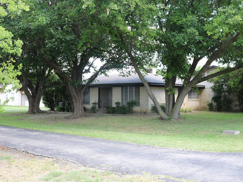 Air Park Home - Fly In/Fly Out, holiday rental in Carrollton