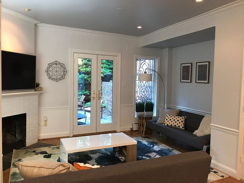 Modern Living In Historic Georgetown, holiday rental in Arlington