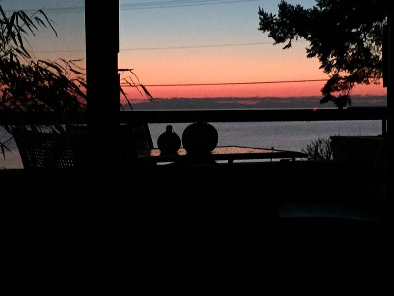 Beautiful Oceanfront Condo, casa vacanza a Lynden