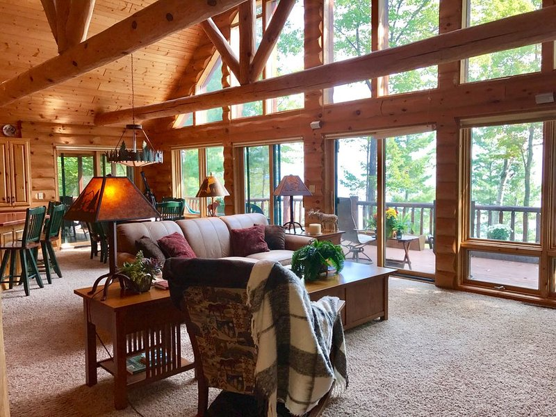 Beautiful log home! Views, close to beach, town, trails, golf & marinas., vacation rental in Bayfield