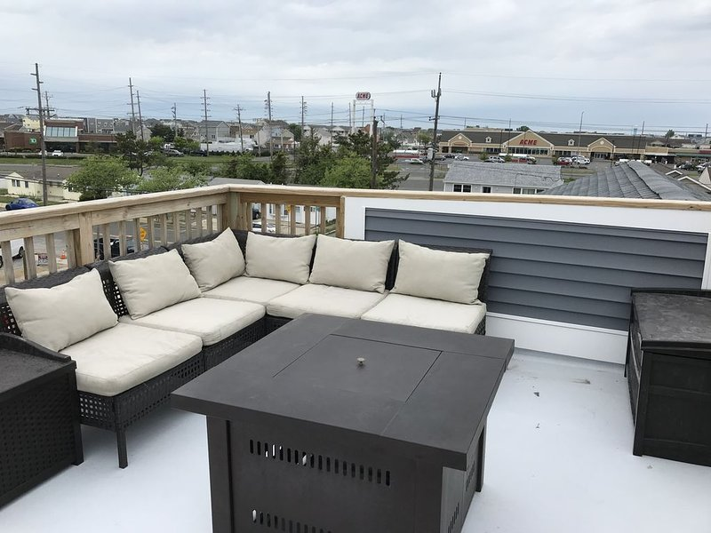 Rooftop Deck, 3Bed, off-street parking,  ground floor recreation room., location de vacances à Ortley Beach
