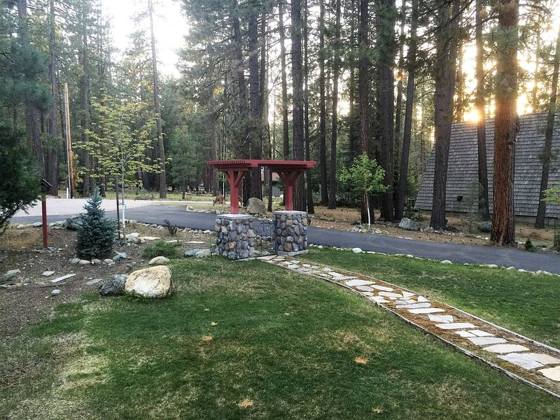 Wonderful Home With Great Porch  On Culdesac, Walking Distance To Mill Pond, holiday rental in Plumas County