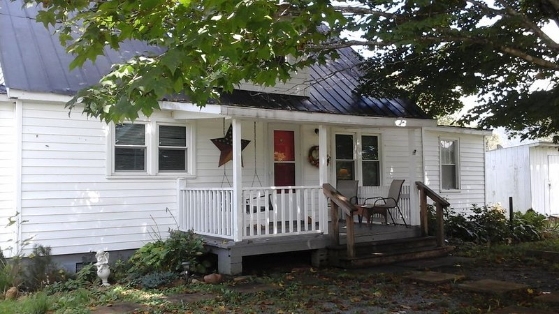 Country Cottage Retreat 5193 Limestone Hill Road Waiteville West Virginia, holiday rental in New Castle