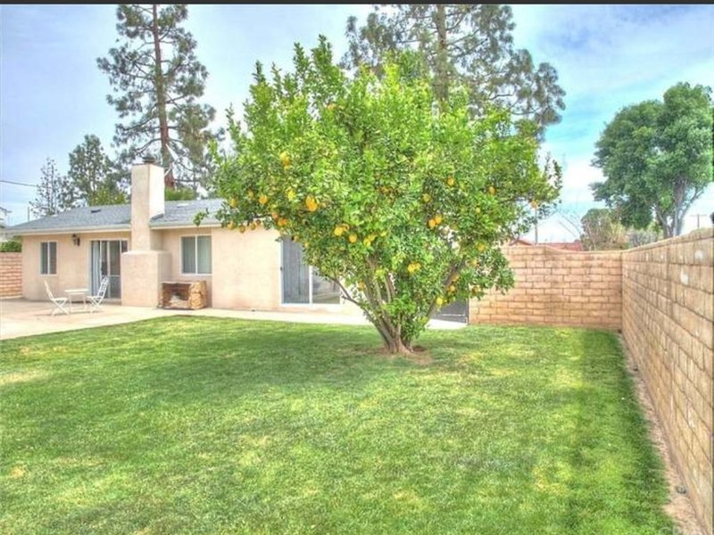 3bd 2bath Luxury remodel home, private parking!, holiday rental in Simi Valley
