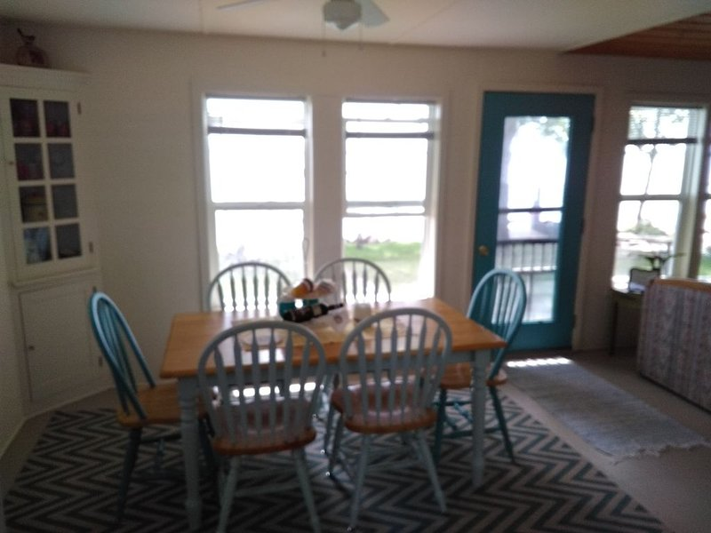 Relax … listen to the waves lapping against the shore … escape …, vacation rental in Iowa