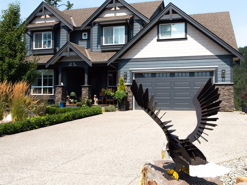 WHERE EAGLES FLY....., holiday rental in Harrison Hot Springs