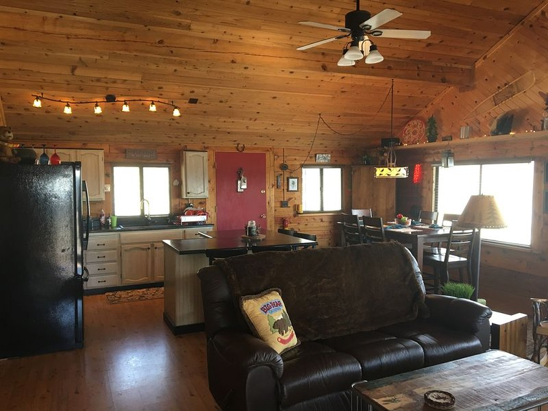 Hoof Retreat - Indian Mountain and Valley Views, True Log Cabin in the Woods, holiday rental in Jefferson