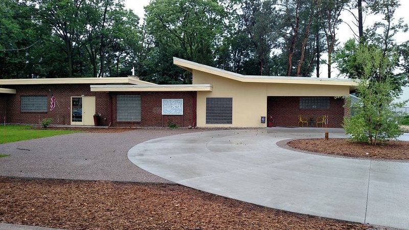 Renovated Mid-Century Modern House, holiday rental in Winona