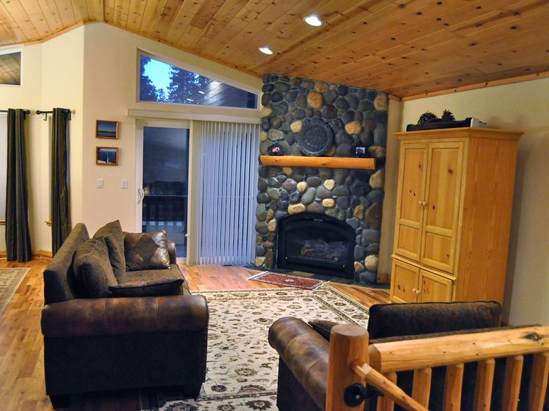 Sunny and Cozy  House within Walking Distance to the Lake, alquiler de vacaciones en Tahoma