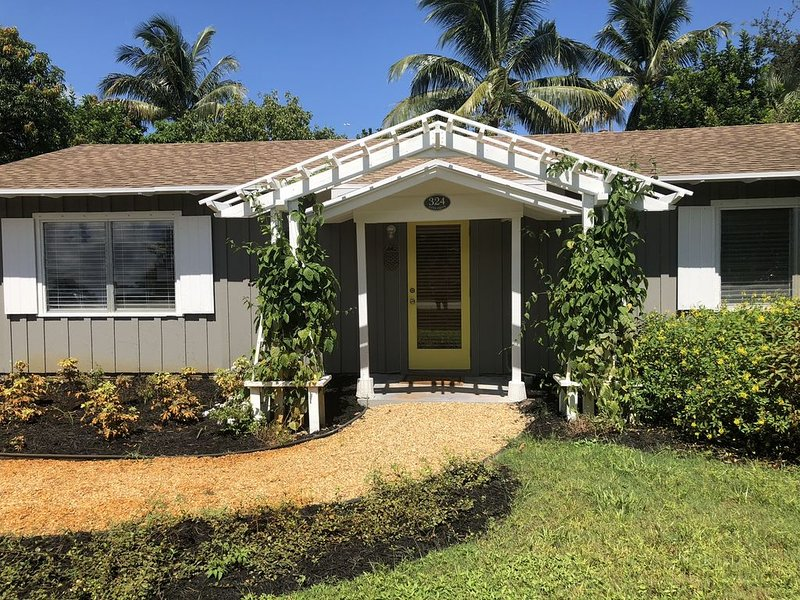 Bungalow 324... Your Home Away From Home!, holiday rental in Stuart