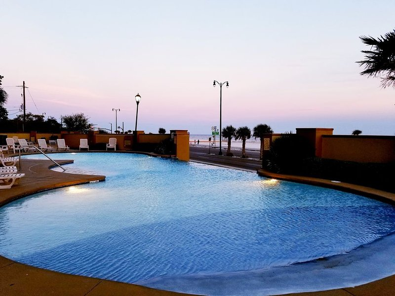 Lovely 2/2 in Sienna overlooking the Gulf, location de vacances à Gulfport