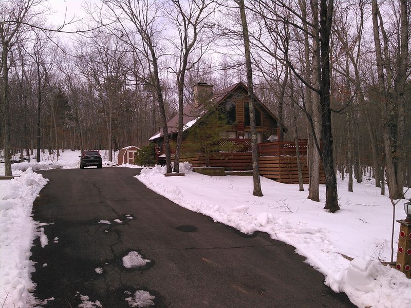 Beautiful Log Cabin Home Sleeps 9-13, casa vacanza a Westerlo