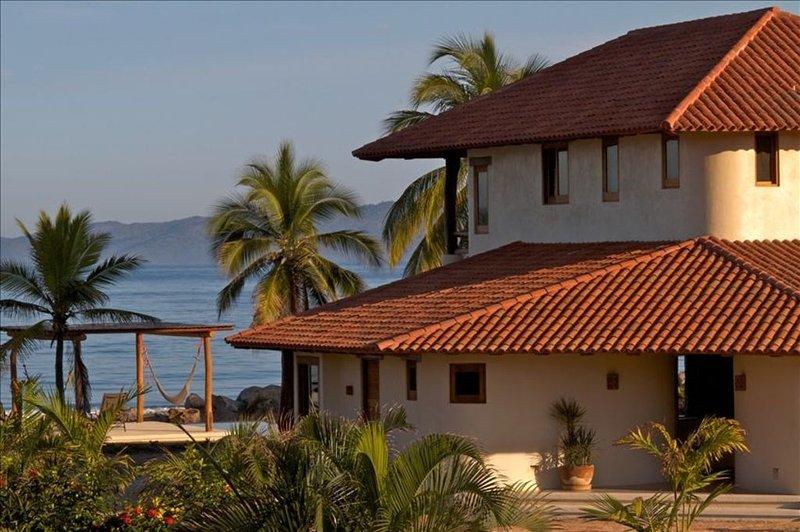 Luxurious  Beach House, holiday rental in Playa Blanca