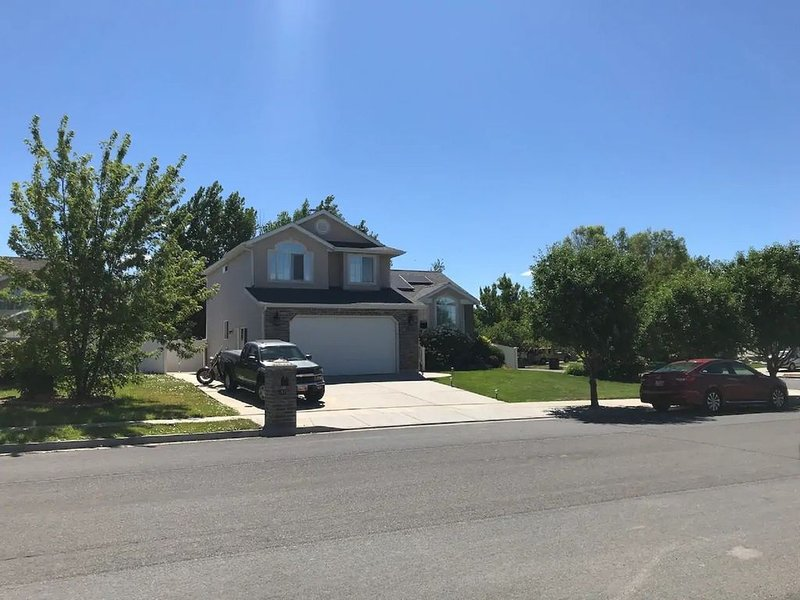 2 bedrooms and private bath in large 5 bedroom home, vacation rental in Davis County
