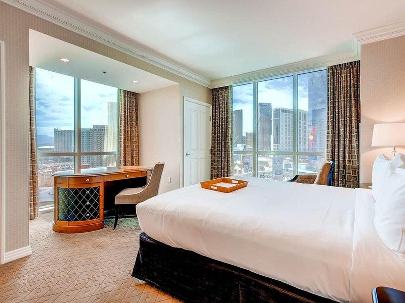 MGM Signature ~ Amazing 180 Degree Strip View ~ 1 bd 2 ba Unit With Balcony, alquiler de vacaciones en Las Vegas