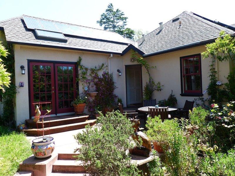 Bright, charming 4 BR Berkeley home, with beautiful patio and yard., alquiler de vacaciones en Albany