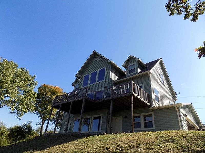 Your Vacation Home With A Beautiful Lake View, holiday rental in Park Hill