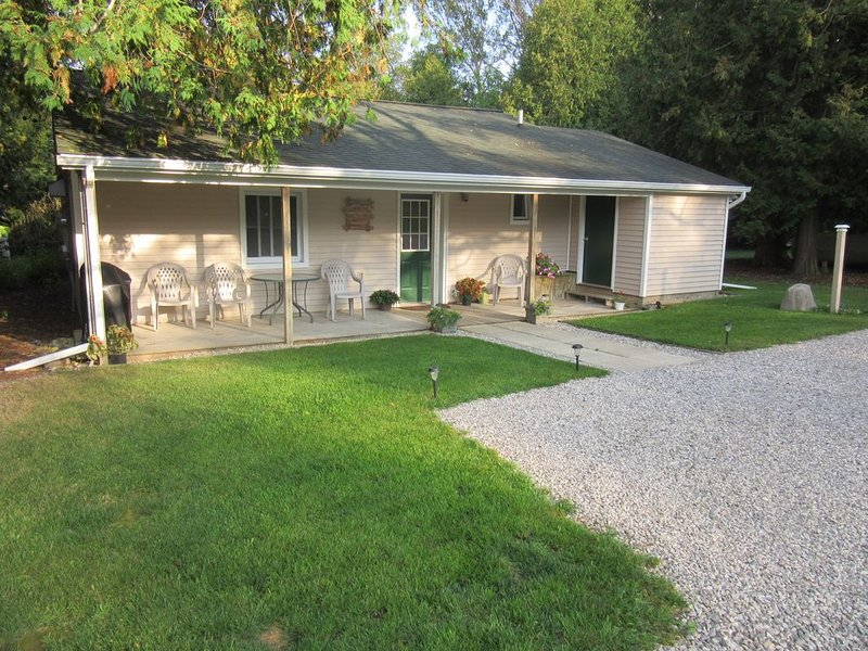 IRONTON COTTAGE - Two Bedroom Home - Great Location, casa vacanza a Charlevoix