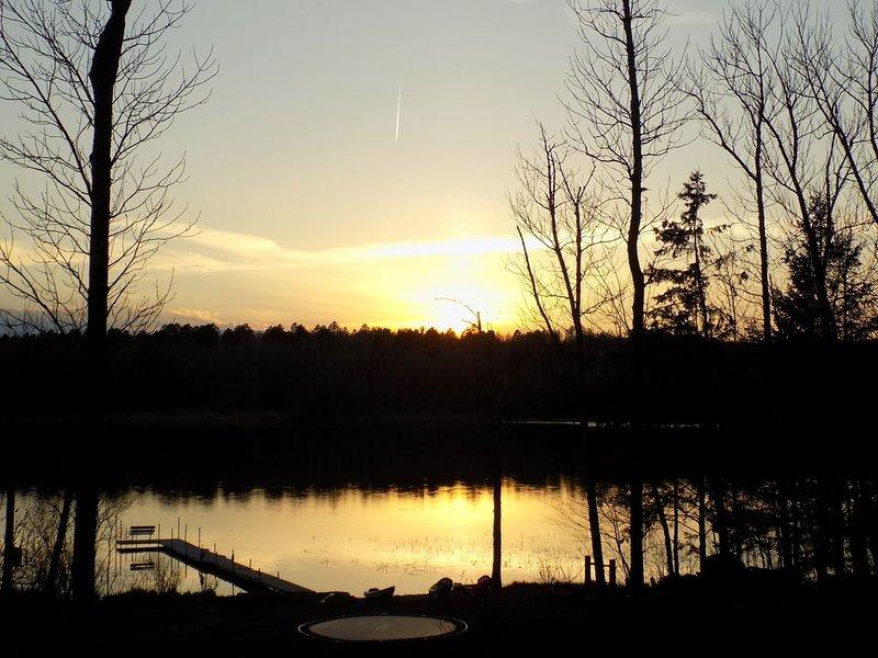 Private Lakehome On Quiet Serene Lake, location de vacances à Shevlin
