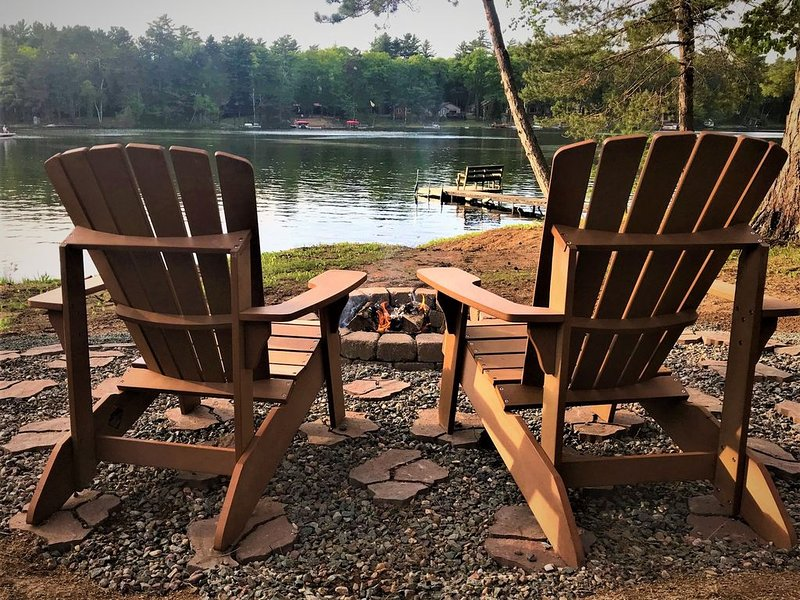 Freshly remodeled cabin on the West Bay of Little Saint, holiday rental in Lake Tomahawk