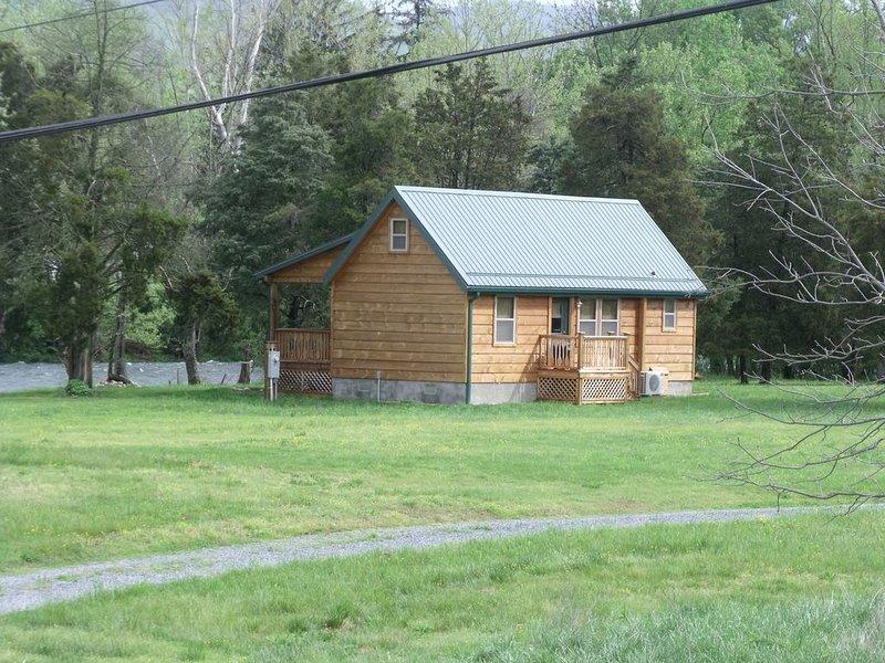 Private cabin on Watauga River, holiday rental in Elizabethton