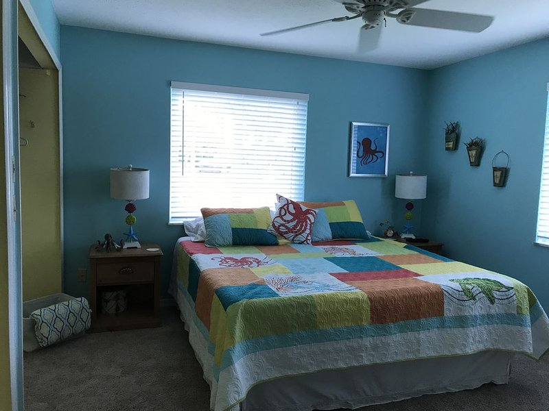 Great Martin County beach access near the heart of Downtown Historical Stuart., holiday rental in Stuart