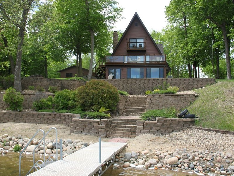 Relax, play, and entertain at this Little Cormorant Cabin, alquiler vacacional en Detroit Lakes