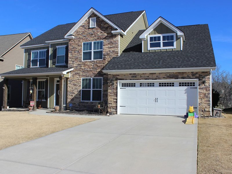2020 Masters Rental 5 BR / 3.5 Bath **EXCELLENT LOCATION** Sleeps up to 9, holiday rental in Evans