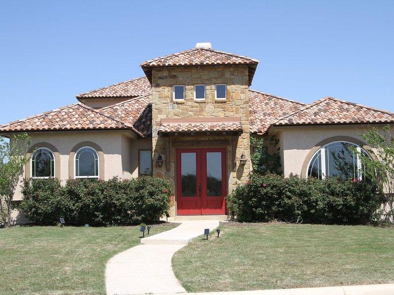 Villa Near LACKLAND BMT/SEA WORLD/ALAMO/Castroville  sits on 2 Golf Courses/, holiday rental in Macdona