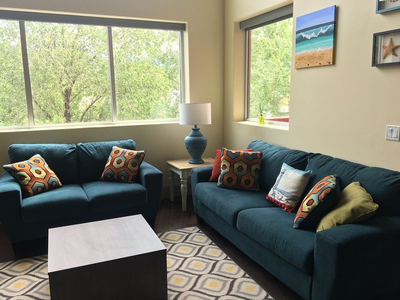 Beautiful loft on Front street, vacation rental in Penticton