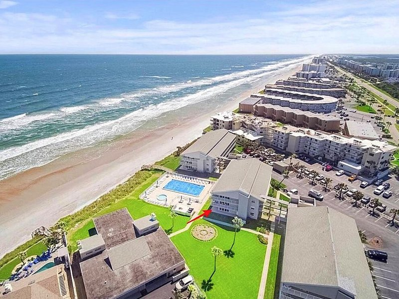 STUNNING newly renovated, ground floor condo, direct OCEAN & POOL front!!!, holiday rental in New Smyrna Beach