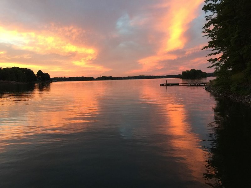 Lake Life Retreat waiting for you-4 BR lake front property, holiday rental in Lake Norman