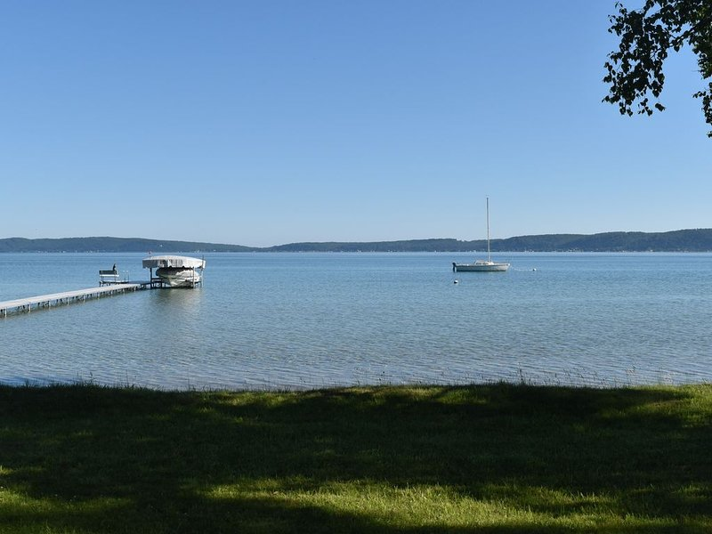 200' of Private Crystal Lake Frontage!, alquiler vacacional en Frankfort